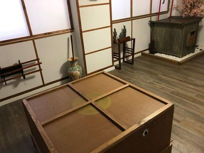 2 autels style indonésien  1 meuble à système...