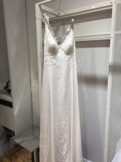 1 robe de mariée broderie fleur T40