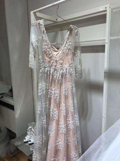 1 robe de mariée dentelle fleurs et perl...