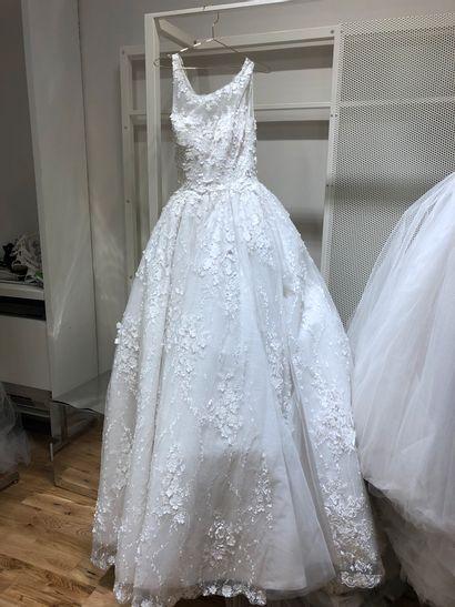 1 robe de mariée broderie fleurs et stra...