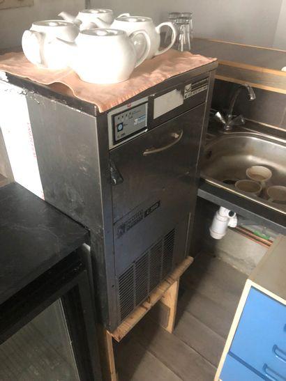 1 machine à glaçons MASTER FROST C250