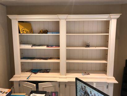 1 meuble bibliothèque double corps partie basse 4 portes battantes