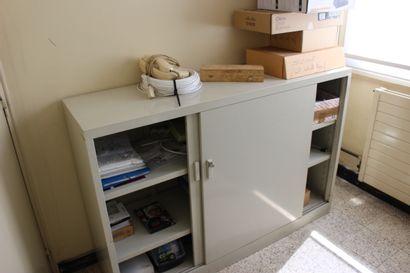 1 armoire et logiciel , 1 bureau