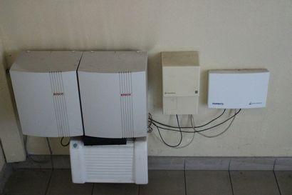 1 installation téléphonique BOSH avec 7 combinés mobiles et 2 fixes