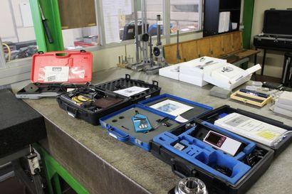 1 testeur de surface MITUTOYO  1 sonomètre INTGATEUR DFB 140  1 controleur d'adhésion...