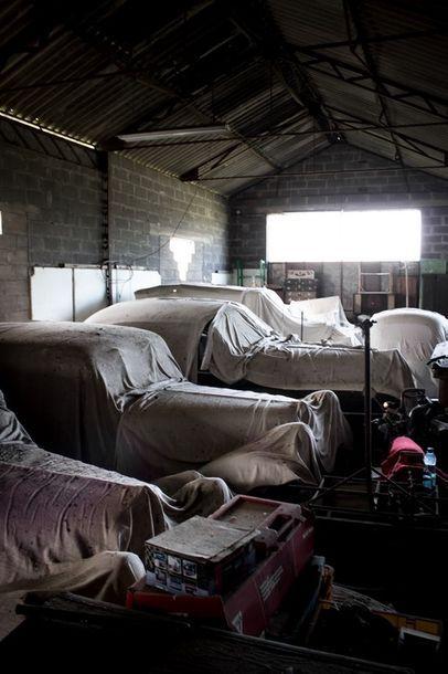 54 voitures anciennes sorties de granges pour une vente aux enchères