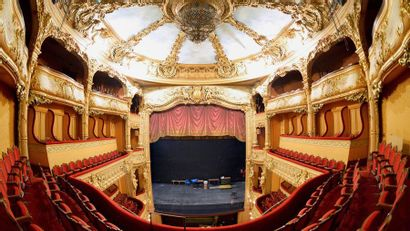Les théâtres parisiens deviennent bien plus que des salles de spectacle