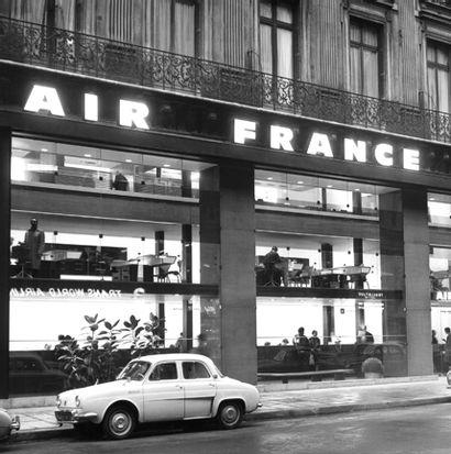 Les plus grands noms du design ont mis leur talent au service d'Air France, apportant esthétique et prestige au voyage aérien