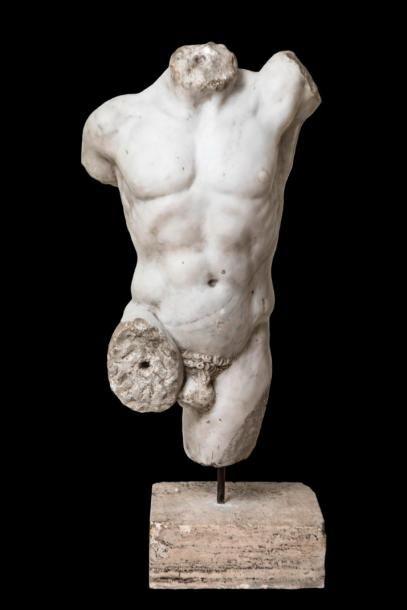 ADJUGÉ ! Exceptionnel torse de lutteur en marbre veiné blanc - 37 920 €