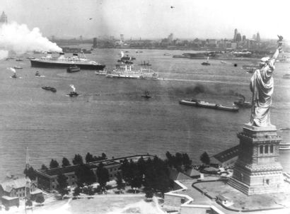 Huge photograph archive of luxury transatlantic liner Normandie heads to Paris auction