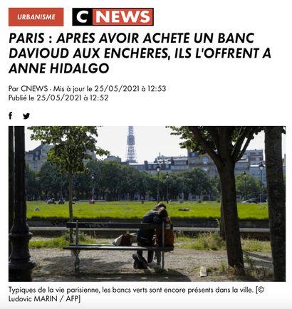 ► Paris : Après avoir acheté un banc Davioud aux enchères, ils l'offrent à Anne Hidalgo