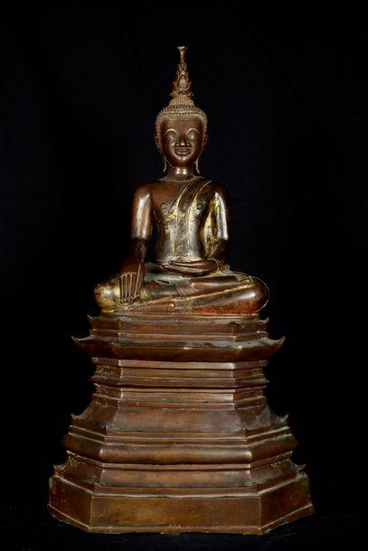 Laos, XIXème siècle. Bouddha assis en virasana...