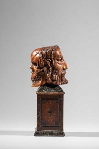 Vanité double en buis sculpté. XVIII siecle....