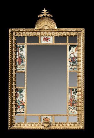 Extraordinaire miroir en bois et stucs dorés...
