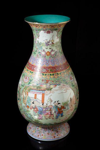 Chine, période République  Important vase...