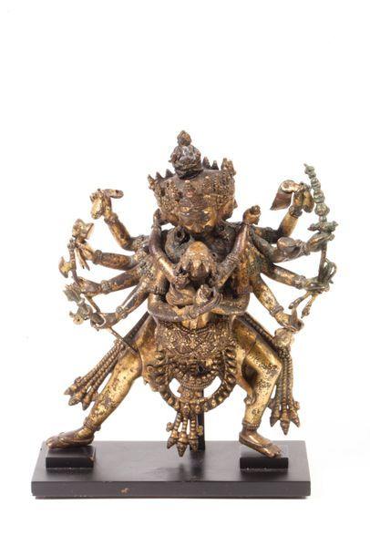 Népal, XVème Siècle Statue en bronze doré,...