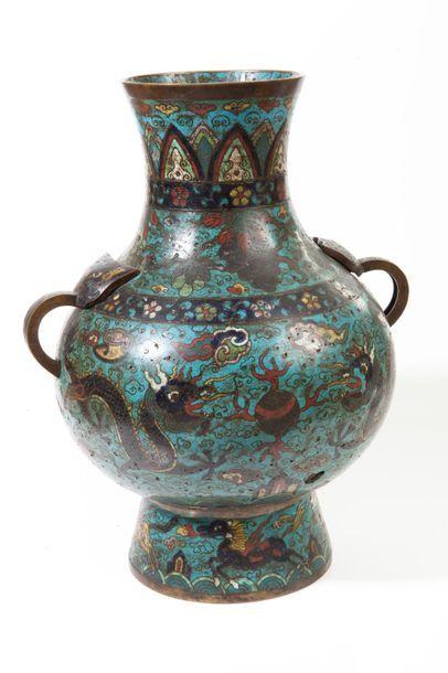 Chine, période Qing, XIXe siècle  Vase balustre...