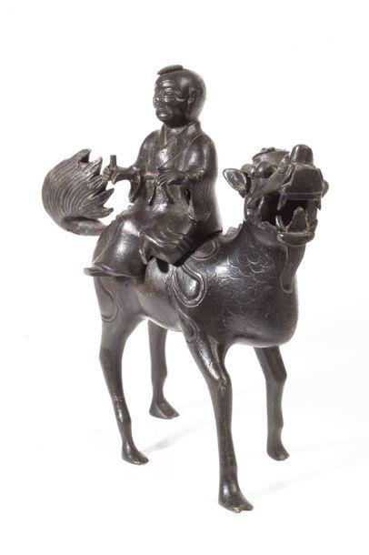 Chine, vers 1900  Brûle-parfum en bronze...