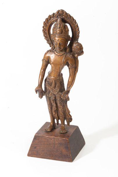 Népal, XXe siècle  Statuette en bronze, représentant...