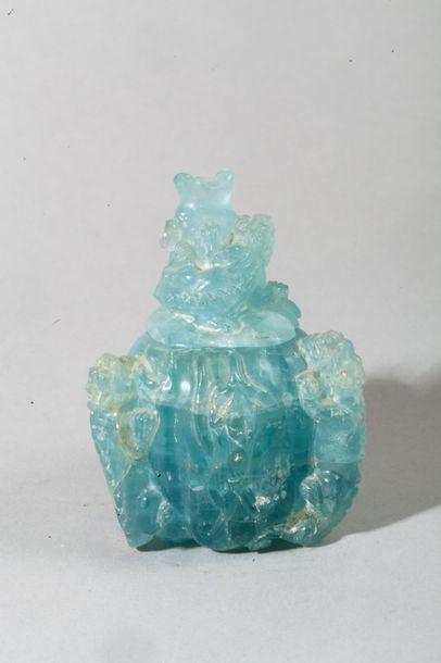 Chine, XXe siècle  Petit vase couvert en...