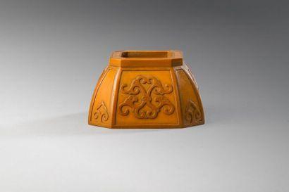 Chine  Godet de peintre de forme octogonale...