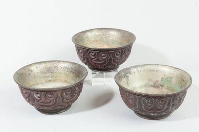 Chine, période Kangxi  Trois coupes en laque...