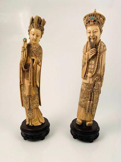Chine, vers 1900  Couple impériale en ivoire,...