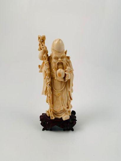 Chine, vers 1920  Statuette en ivoire, représentant...