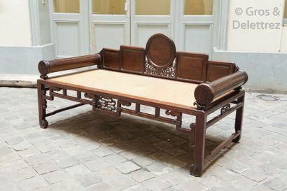 Chine, XXe siècle Lit de repos en hongmu...