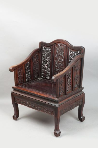 Chine, début XXe siècle  Paire de fauteuils...