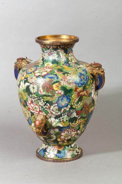 Chine, période République  Vase balustre...