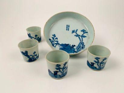 Vietnam, fin XIXe siècle  Ensemble en porcelaine...
