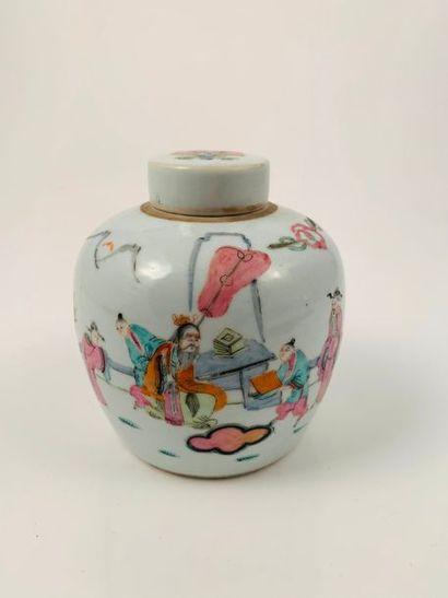 Chine, vers 1900  Petit pot globulaire couvert...