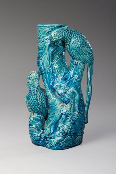 Chine, vers 1900  Vase en gre?s e?maille?...