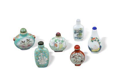Chine, XIXe siècle   Ensemble de six flacons...