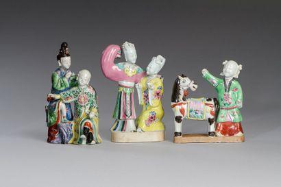Chine, XIXe siècle  Trois groupes en céramique...