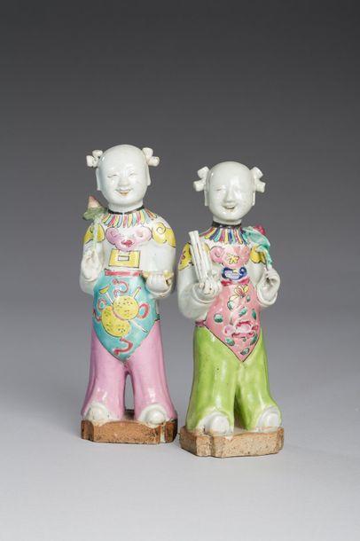 Chine, début XIXe siècle  Deux sujets en céramique et émaux de la famille rose,...