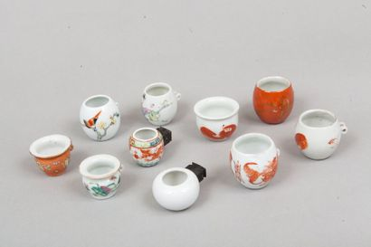 Chine, XIXe siècle  Lot de neuf mangeoires...