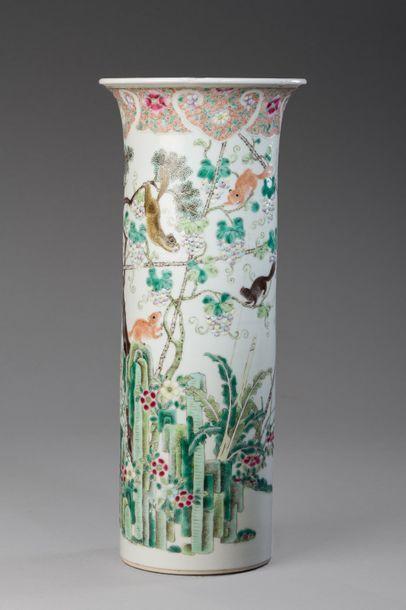 Chine, XIXe siècle  Vase cylindrique à col...