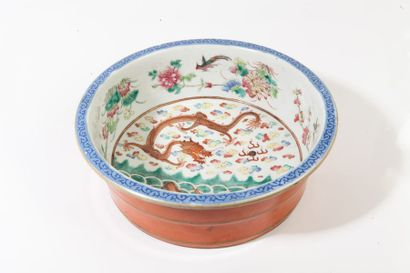 Chine, période Guangxu  Bassin en porcelaine...