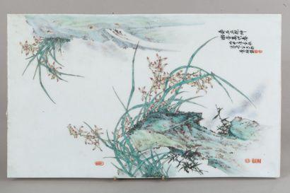 Chine, XXe siècle  Panneau en porcelaine...