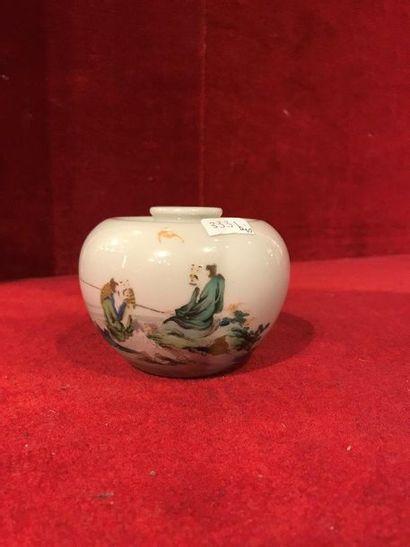Chine. Petit pot globulaire en porcelaine...
