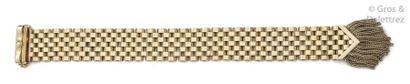 Bracelet en or jaune à décor de pompons....