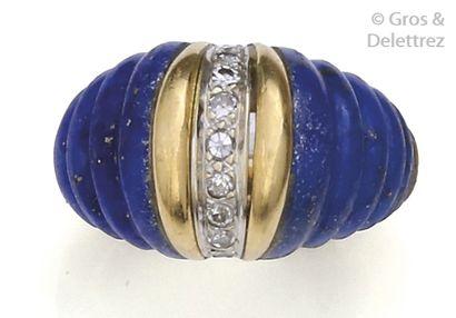 Bague «?Dôme?» en or jaune, ornée de lapis-lazuli...
