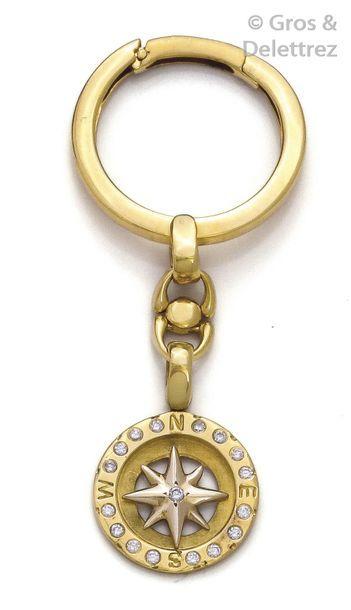 Porte-clef en or jaune, retenant une rose...