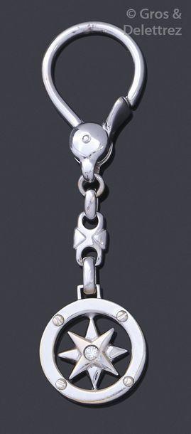 Porte clef en or gris, à décor d'une étoile...