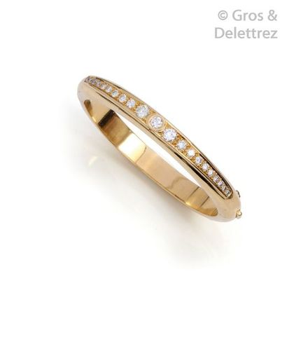 Bracelet «?Jonc ouvrant?» en or jaune, orné...