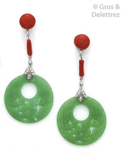 Importante paire de pendants d'oreilles en...
