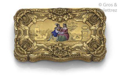 Boîte ouvrante en or jaune ciselé à décor...