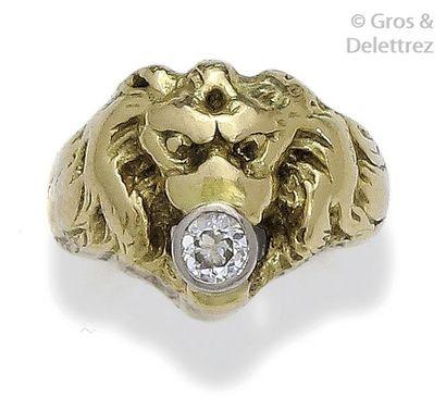 Bague «?Tête de lion?» en or jaune ciselé,...